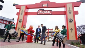 'TV Star Joel McHale Joins Guests of Merlin's Magic Wand Charity During Ribbon Cutting Festivities at LEGOLAND California Resort' accompanying image 1